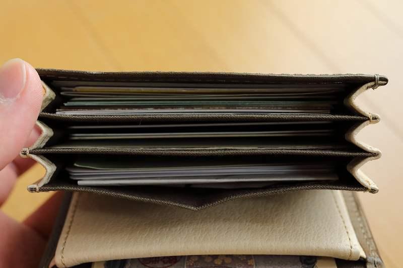 エムピウ ミッレフォッリエ カードの収納